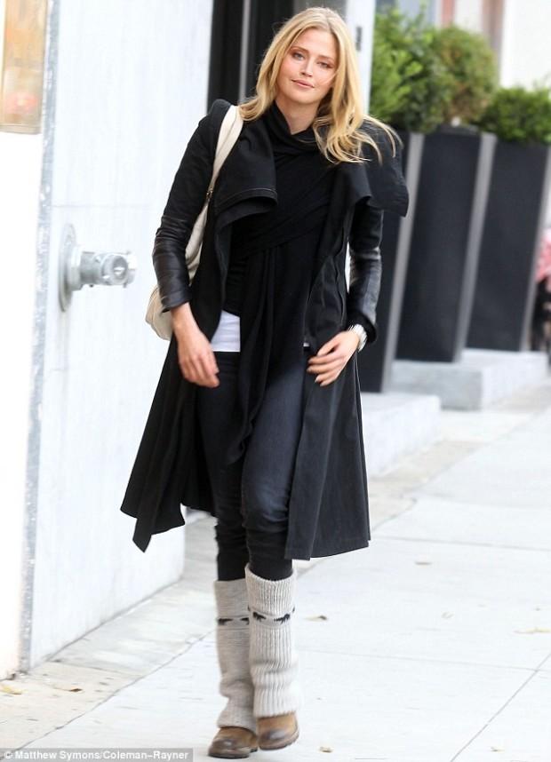 Estella-Warren-style-What-to-Wear-with-Leg-Warmers-for-Women