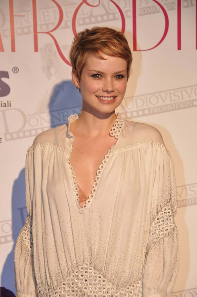 short hairstyles for women pixe 2