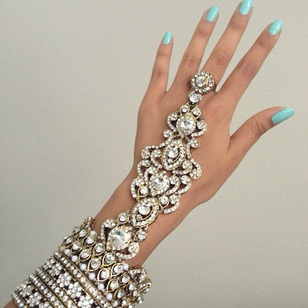 Hand-Jewelry-For-Bride wedding accessories