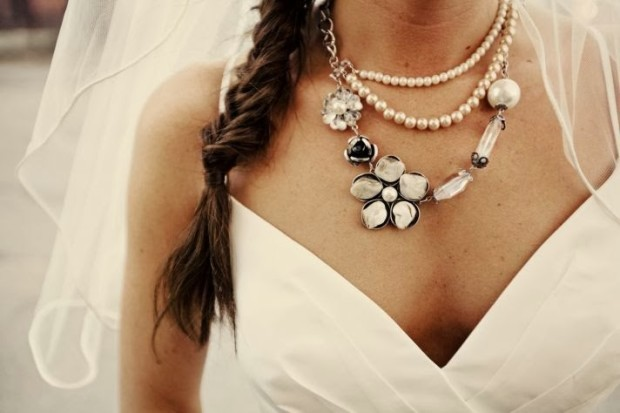 offbeat-bride-real-wedding-statement-bridal-necklace-v-neck-wedding-dress