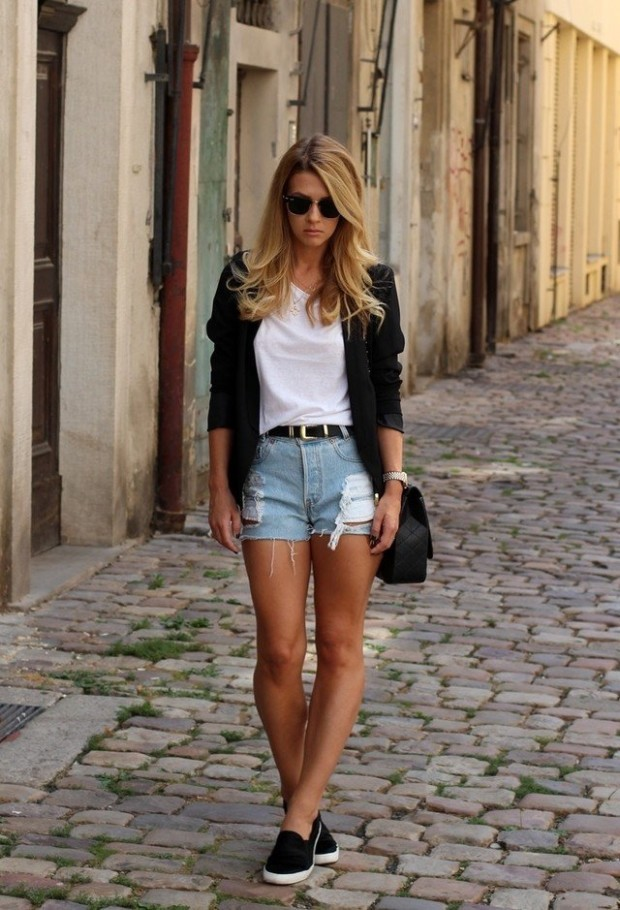 Chic-White-Tee-Outfit-Idea-with-Denim-Shorts