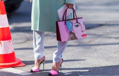 Streetstyle-woman-prada-bag-Paris-Fashion-