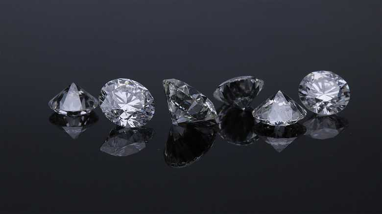 How Color and Clarity Impacts Diamond Price