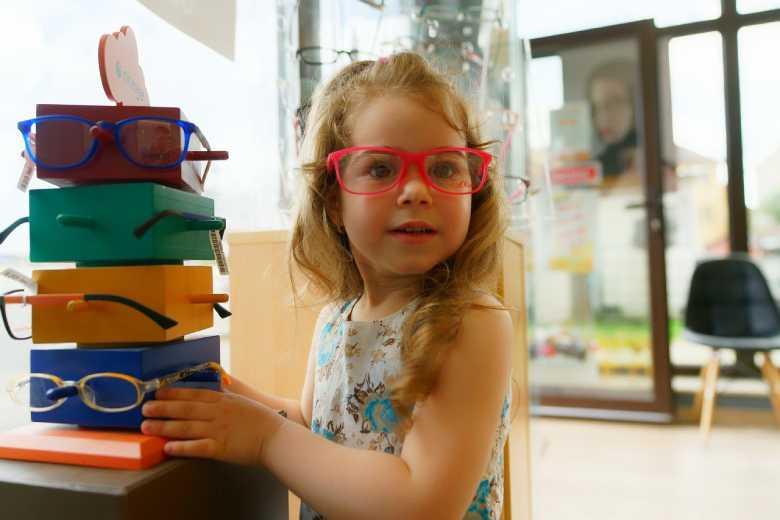 Making Eyewear Important to Kids: 4 Ways to Do It Right